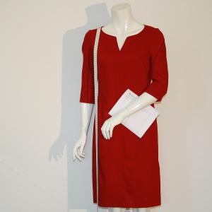 b.dress-kollektion-rotes-etuikleid-massband-aufnahmeblatt-qs
