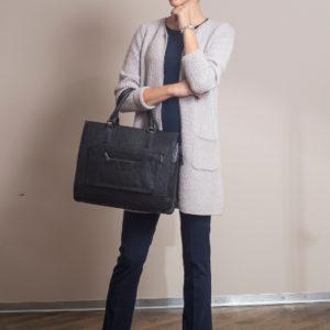 b.dress_Businesskleidung_Cardigan-long_Kaschmir-taupe_Hose_Shirt_seitlich_Businesstasche-s